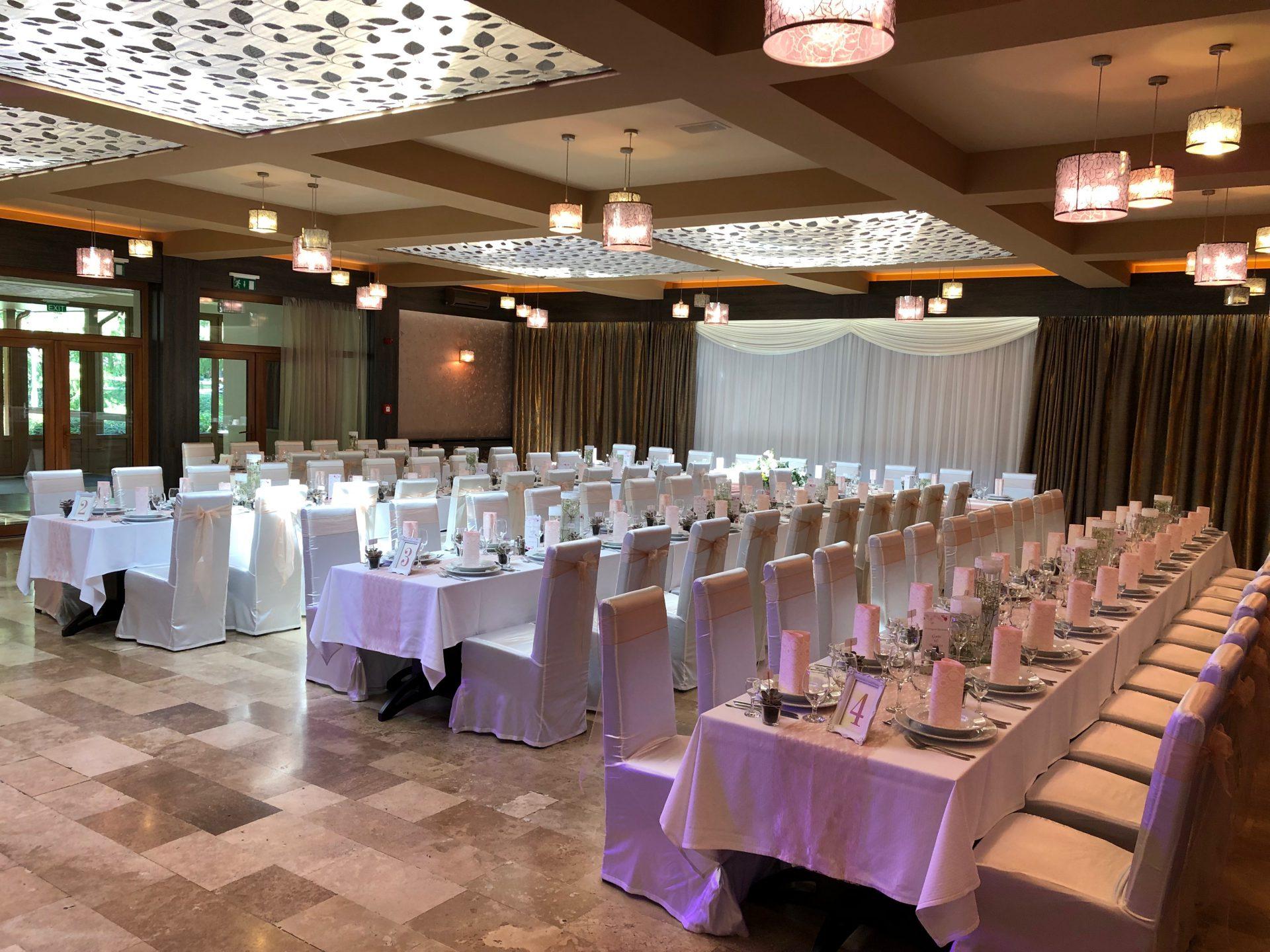 Esküvői dekoráció a gyulai Park Hotelben.